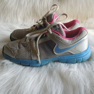 Girls Nike Tennis Shoes 2Y